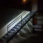 Stiege mit Handlaufbeleuchtung im Außenbereich von Eisl & Söhne – St. Wolfgang im Salzkammergut